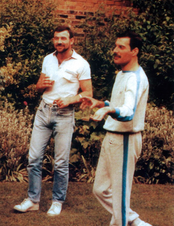 freddie-mercury-jim-hutton-candid-photos-16-592d3b9dc319d__605.jpg